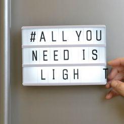 Caja magnética luminosa A6 con mensajes personalizados
