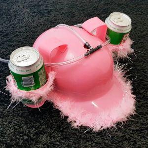 Casco para bebidas rosa con plumitas