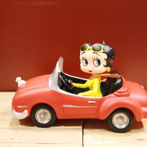 Figura Betty Boop en coche