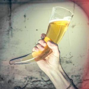 Jarra de Cerveza Cuerno Vikingo con soporte de madera