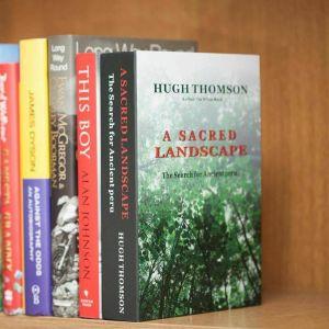 Caja fuerte escondida en un libro realista