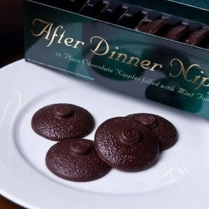 Bombones en forma de pezón de chocolate negro y menta