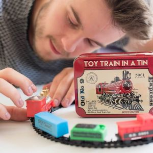 Train in a Tin. Tren de juguete en caja de metal con locomotora a pilas
